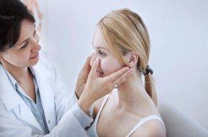 Что делать если болит ухо внутри