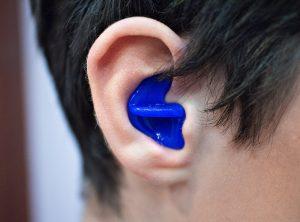 Что делать, если попала вода в ухо